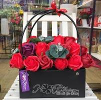 Giỏ hoa hồng sáp đỏ