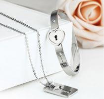 Vòng tay inox ổ khóa - chìa khóa